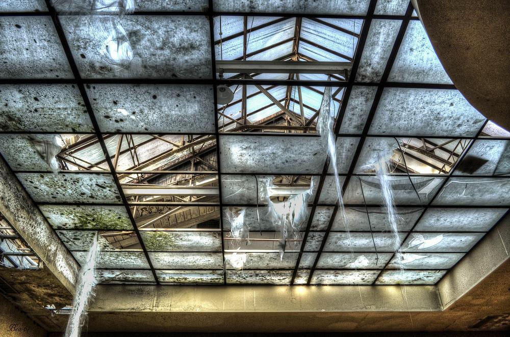 marode Glasdachkonstruktion ...