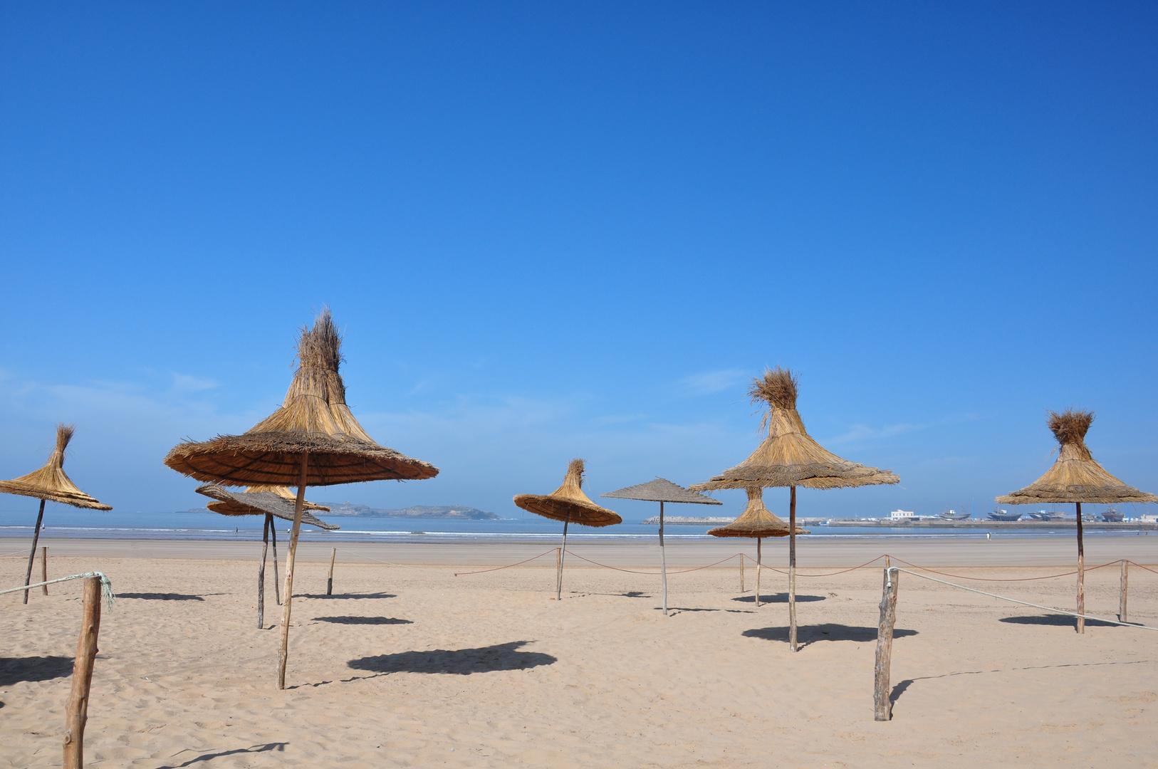 Marokko Essaouira Tanz der Sonnenschirmen