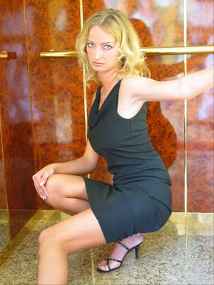 Marta im Fahrstuhl