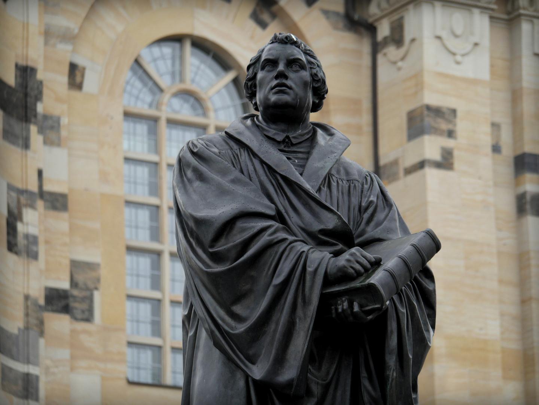 Martin Luther, Denkmal auf dem Platz vor der Frauenkirche zu Dresden