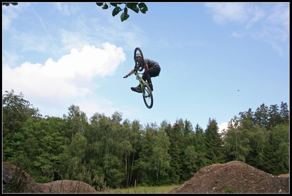 Marvin im Bikepark Kallenhardt
