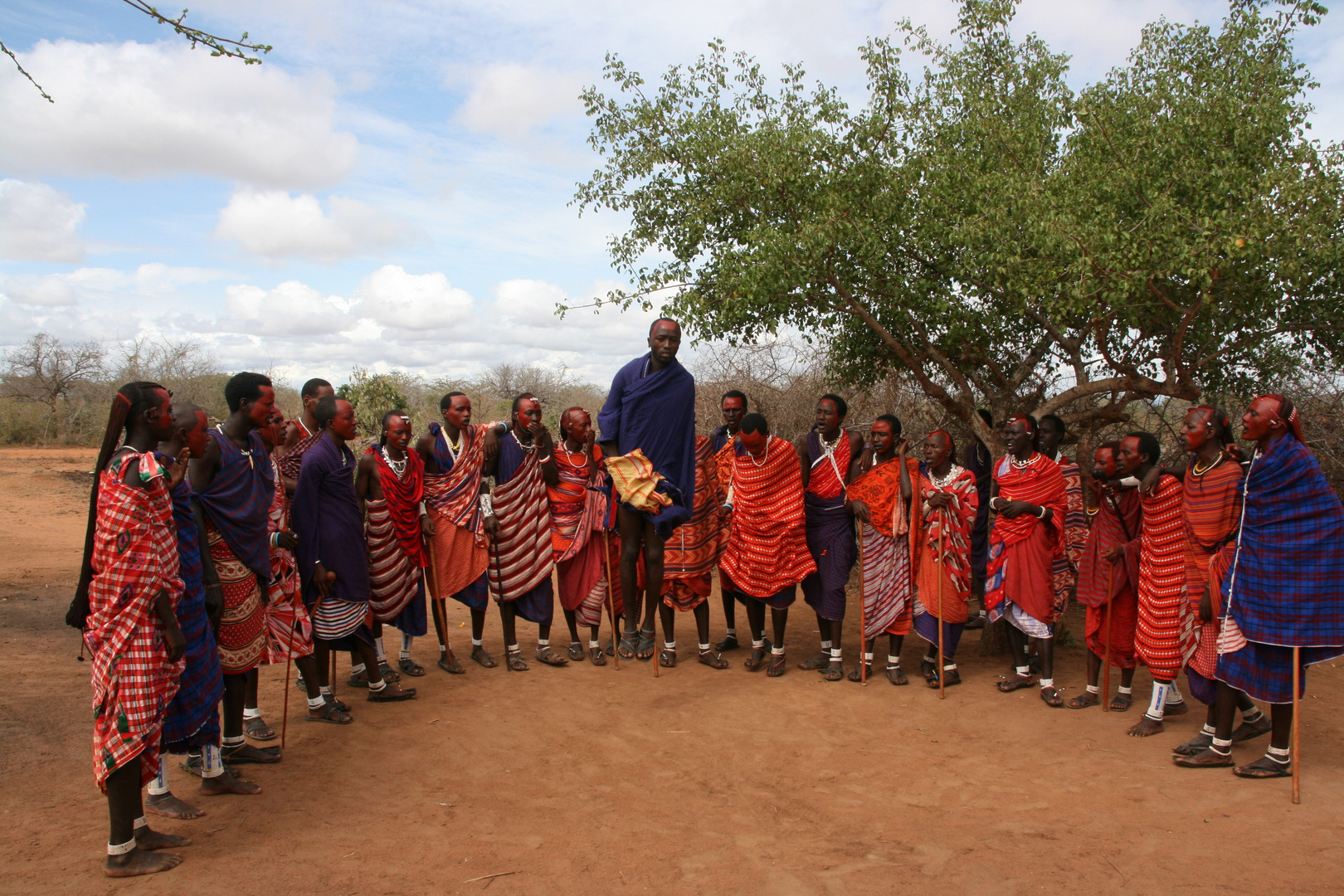 Masai bei einer internen Kulturveranstaltung in ihrem Dorf.