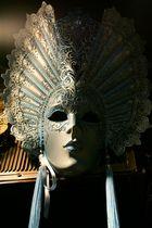 Maske in Blau...