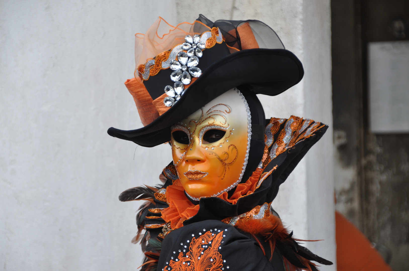 Maske in Orange