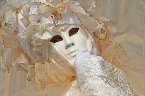 Maske in Pastell