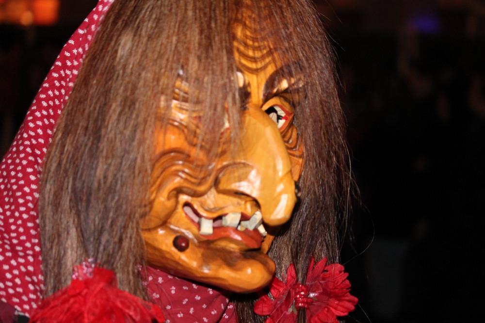 Masken beim Nachtumzug in Speyer