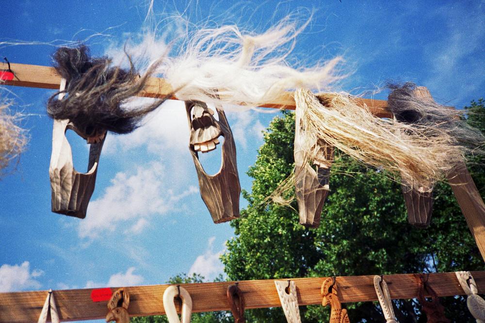 Masken im Wind
