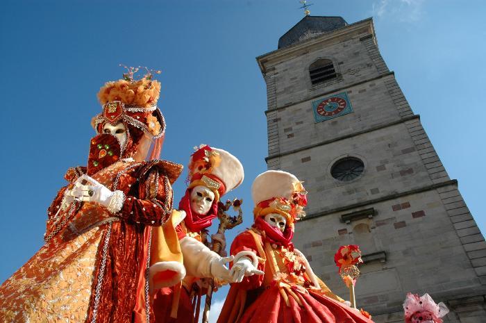 ... Masken in Remiremont, Vogesen ....