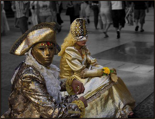Masken und Menschen