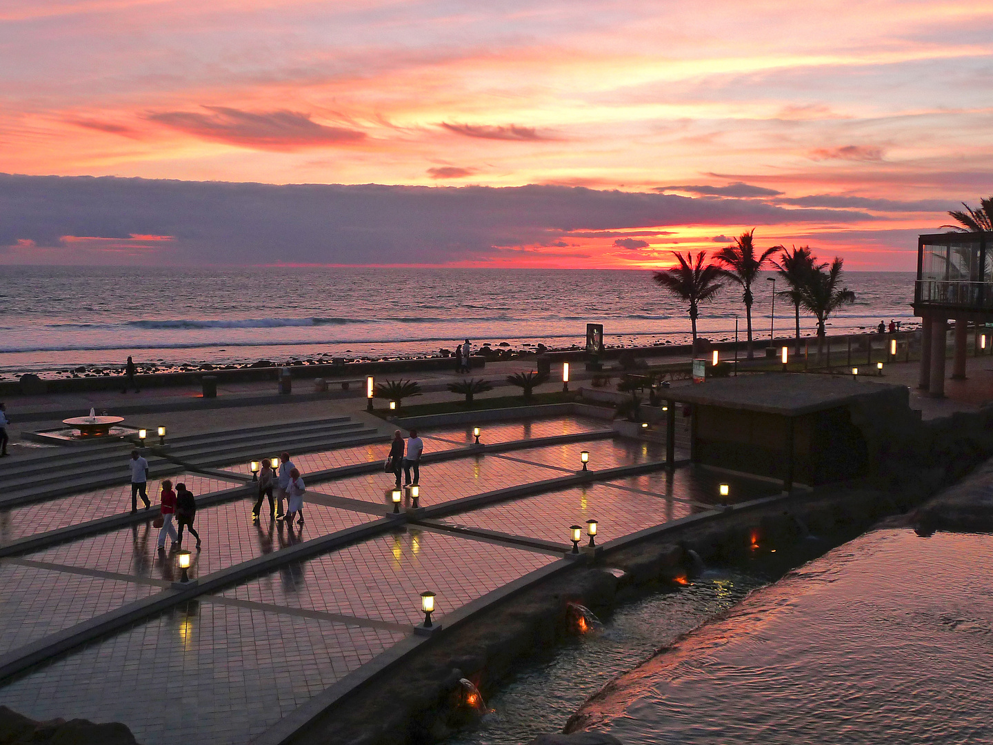 Maspalomas: sundown - seafront