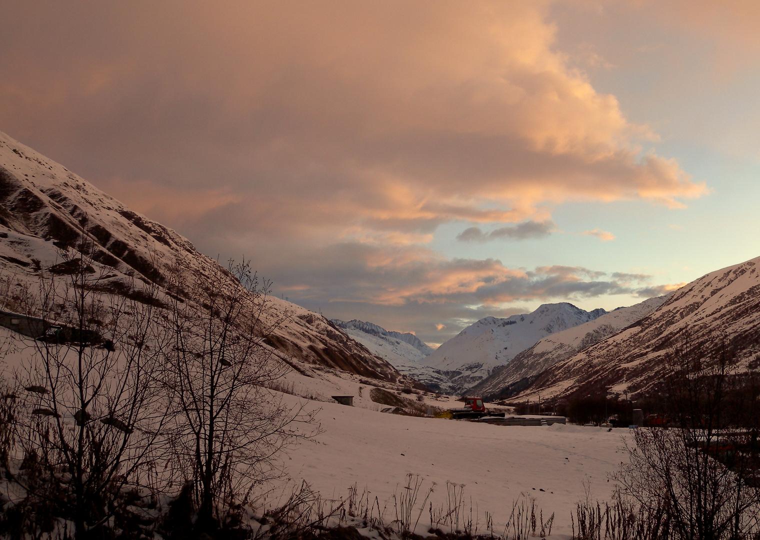 Matin dans les montagnes / Morgens in den Bergen / Manaña en las montañas.01