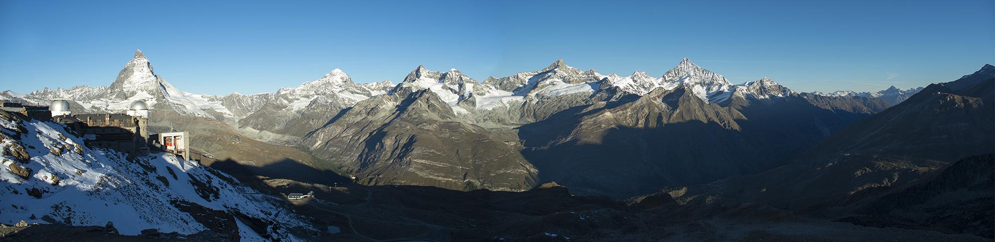 Matterhorn 4478 m ü.M., umgeben von vielen Viertausendern