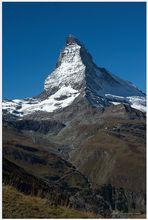Matterhorn im Sonnenlicht, aus dem Zugfenster