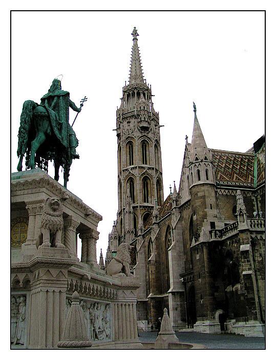 Matthiaskirche und Reiter.