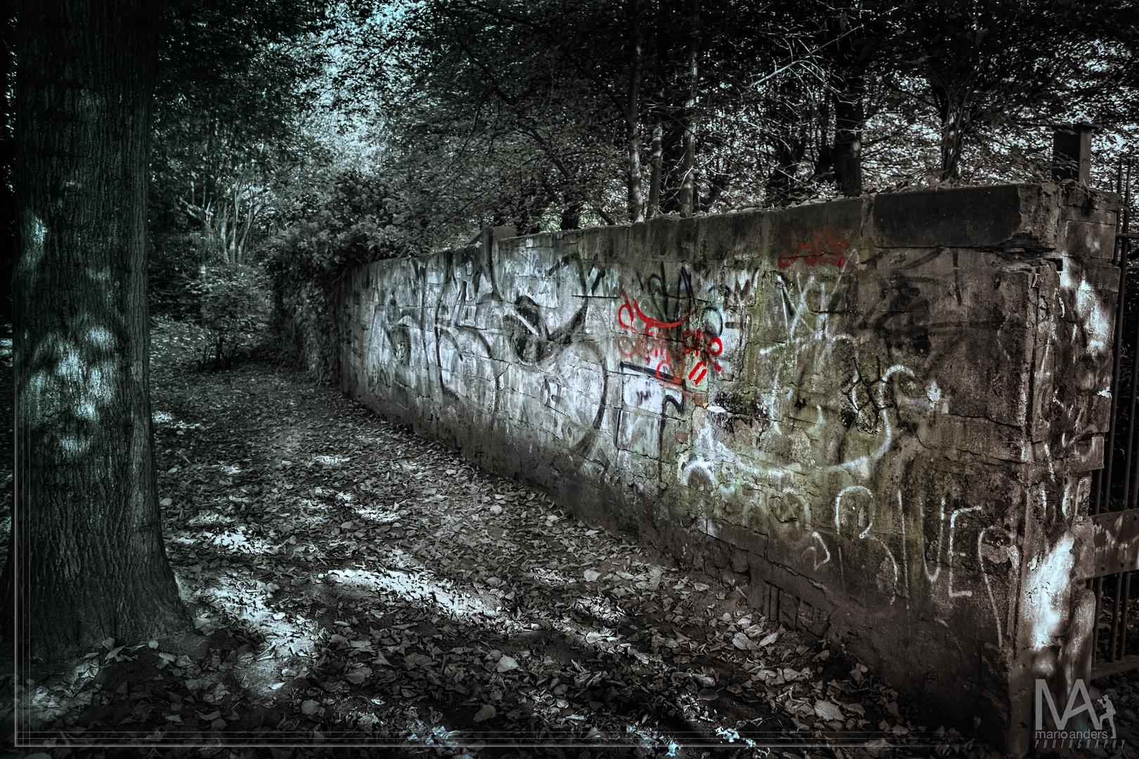 Mauer am jüdischen Friedhof in HH-Altona