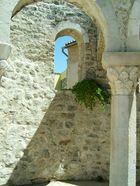 Mauer mit Durchblick