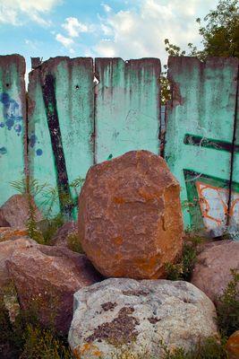Mauer und Steine