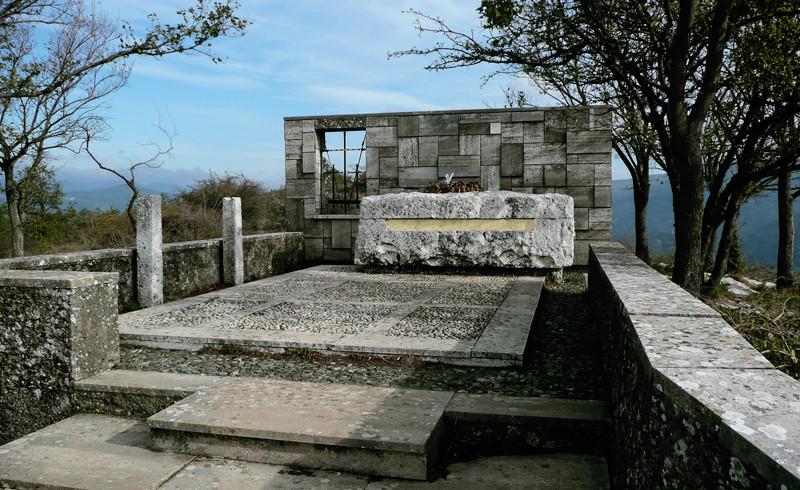 Mausoleo di Curzio Malaparte sul monte Spazzavento (Prato)