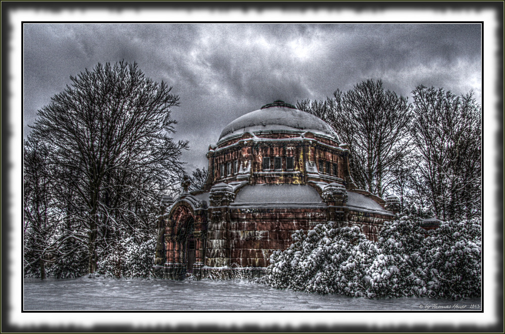 Mausoleum im Schnee