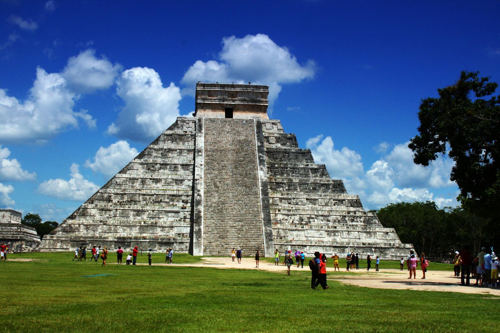 Maya Piramide / Chichen-Itza