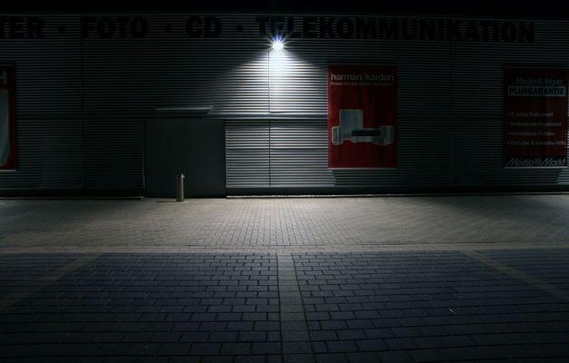 MediaMarkt bei Nacht (2)