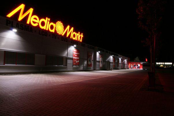 MediaMarkt bei Nacht (3)