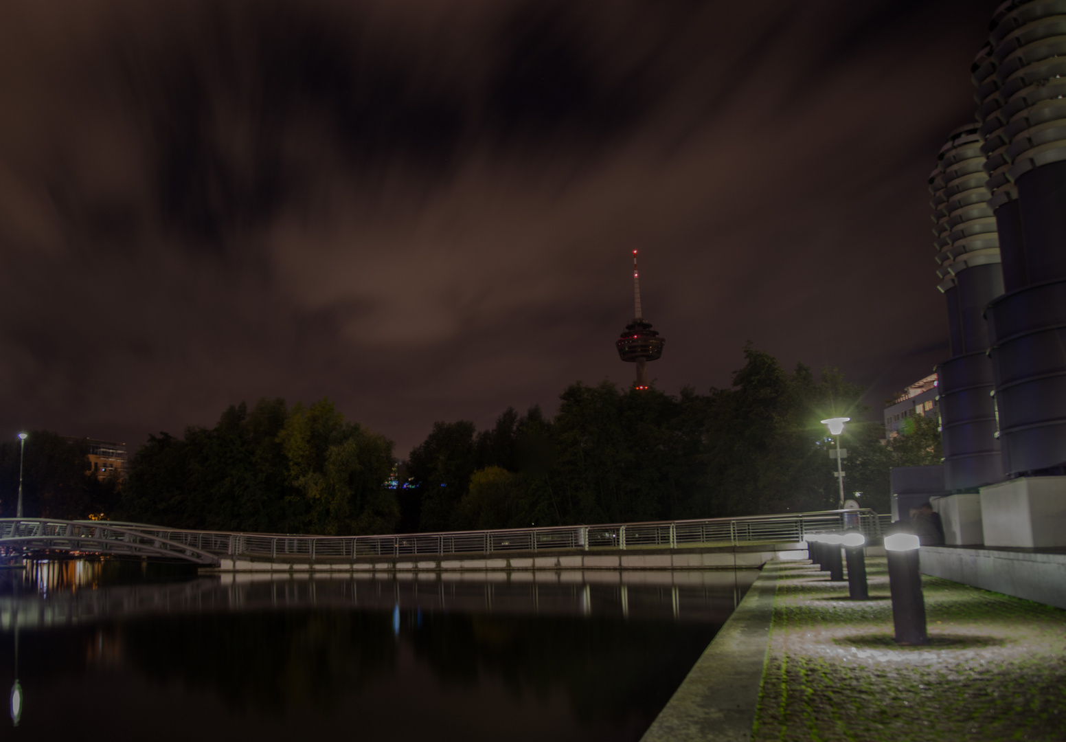 Mediapark in Köln bei Nacht