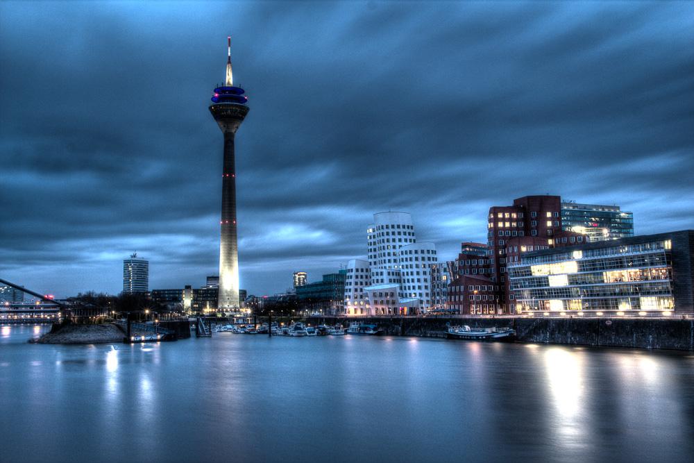Medienhafen Düsseldorf bei Nacht