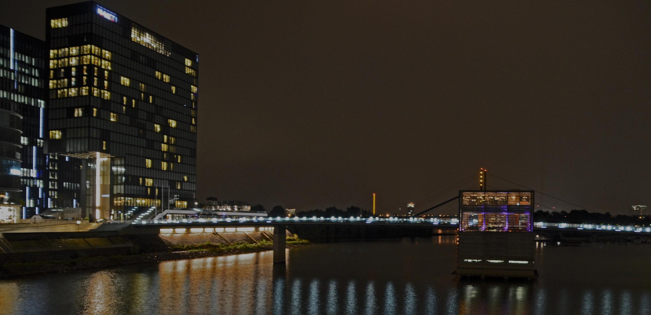 Medienhafen Düsseldorf by night