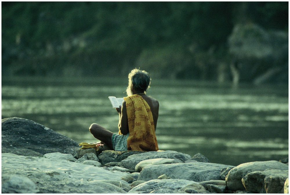 Meditation am Ganges 02, Rishikesh, Nordindien