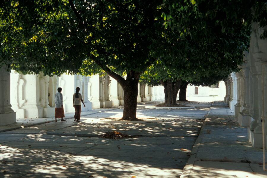 Meditative Ruhe in der Kuthodaw Pagode