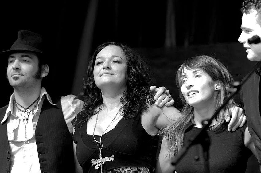 Meena Cryle mit Band