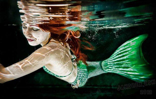 Meerjungfrau hält Ausschau