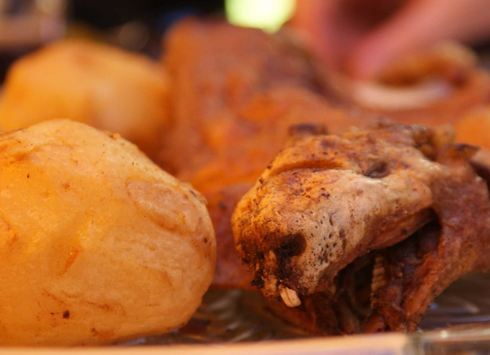 Meerschwein an Kartoffel und Bullenbohnen