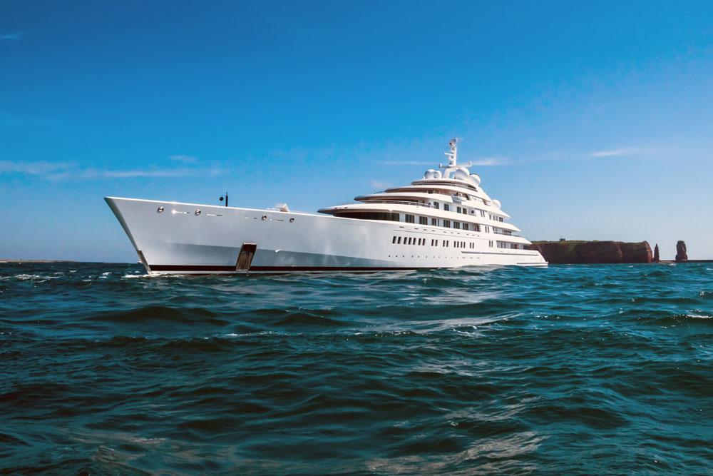 Mega-yacht, AZZAM vor Helgoland