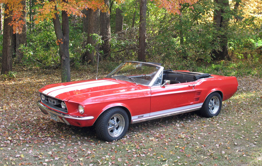 Mein 1967 Ford Mustang GTA Cabrio im Herbst.