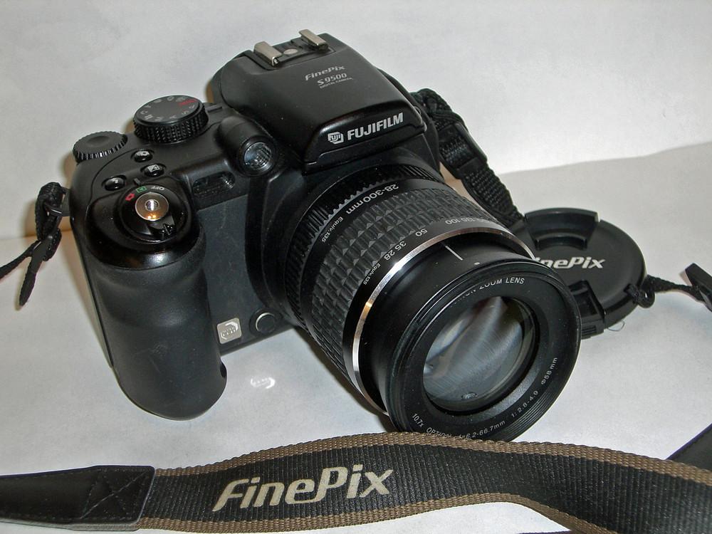 Mein Arbeitsgerät Digital FinePix S9500 Bild 1 von 2