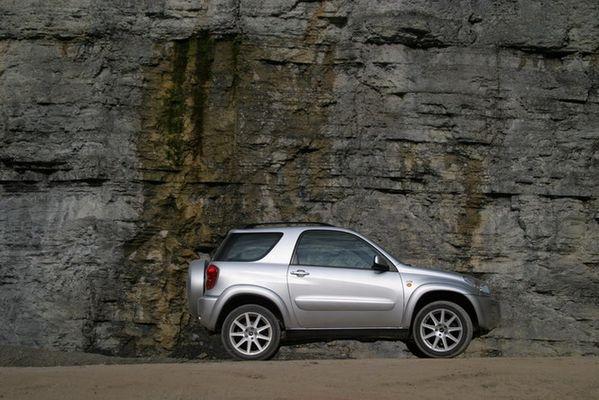 Mein Auto im Steinbruch