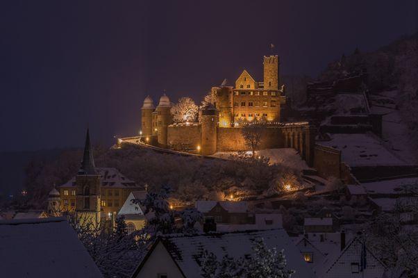 mein Blick auf die schneebedeckte Burg