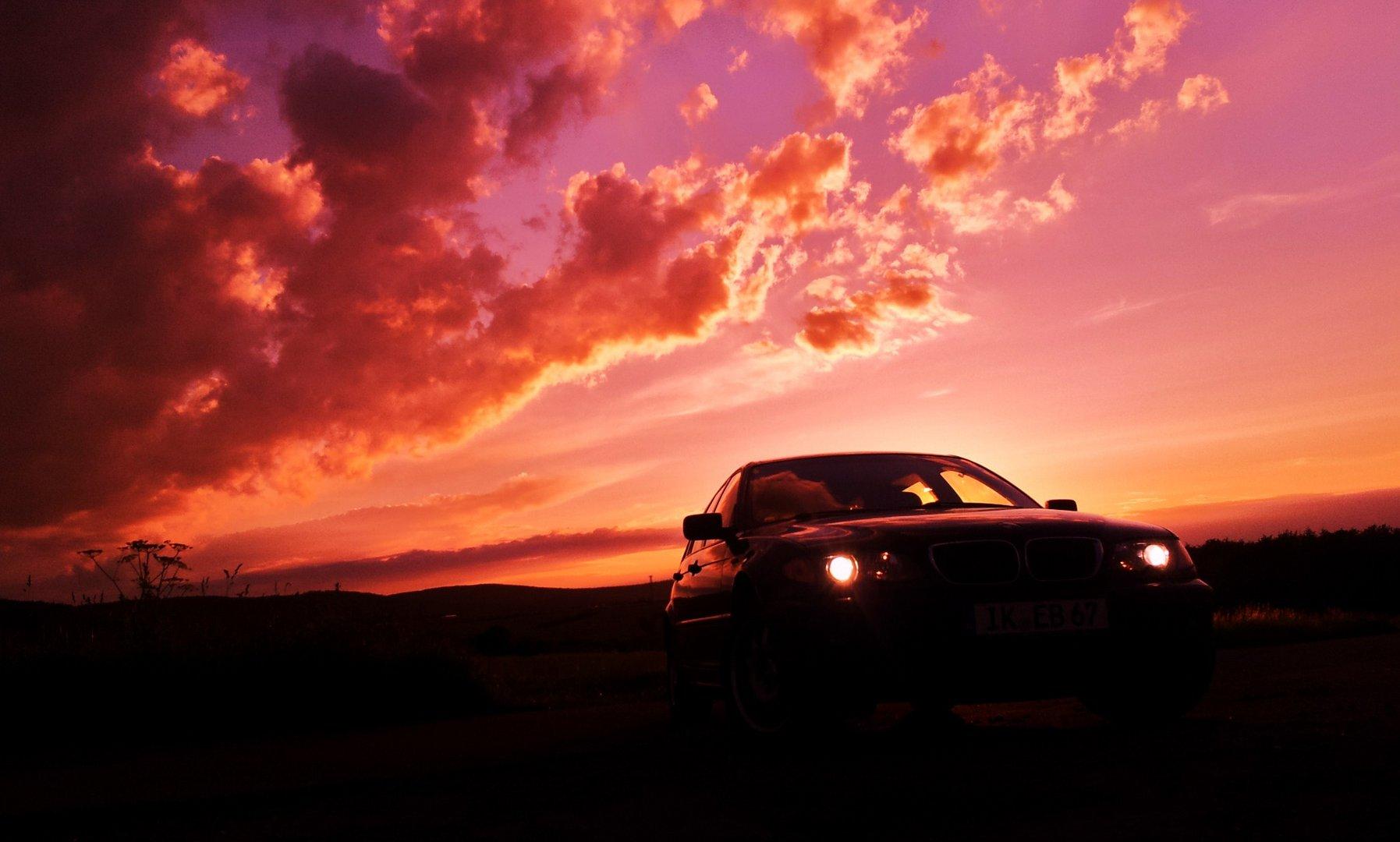 Mein BMW im Sonnenuntergang