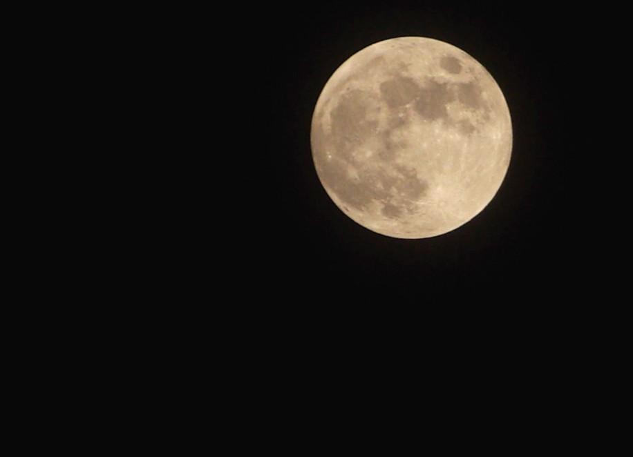 Mein erstes Mondfoto muss ja auch mal nen Mond haben :)