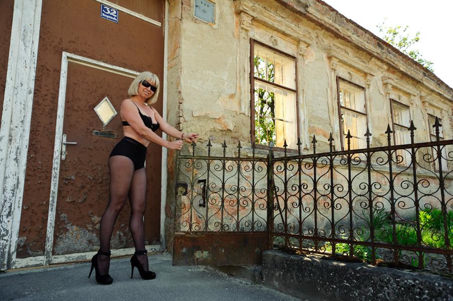 39 mein garten 39 g foto bild modelle stellen sich vor weibliche modelle deutschland bilder. Black Bedroom Furniture Sets. Home Design Ideas