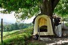 mein Haus, meine Stiefel, mein Holzpfosten vor dem Haus, mein Schlafzimmer.. von Juan
