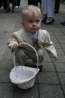 Mein kleiner Neffe Hendrik bei der Hochzeit seiner Eltern und seiner eigenen Taufe