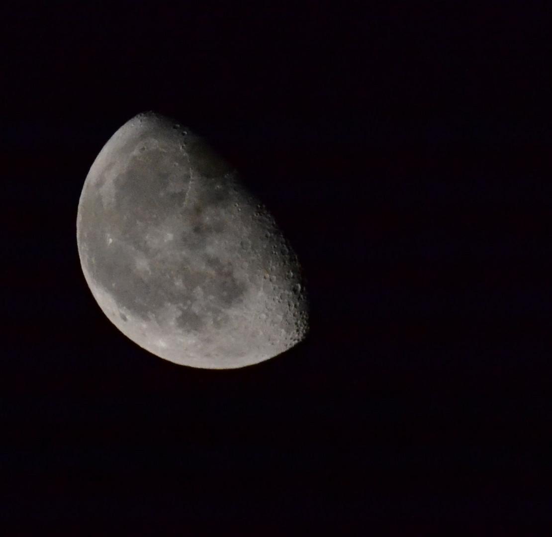 Mein Mondfoto. Kann mir einer anhand der Daten sagen, was ich besser machen kann?