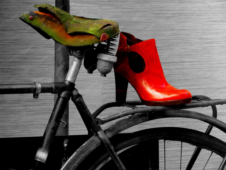 Mein roter Schuh und das alte Fahrrad