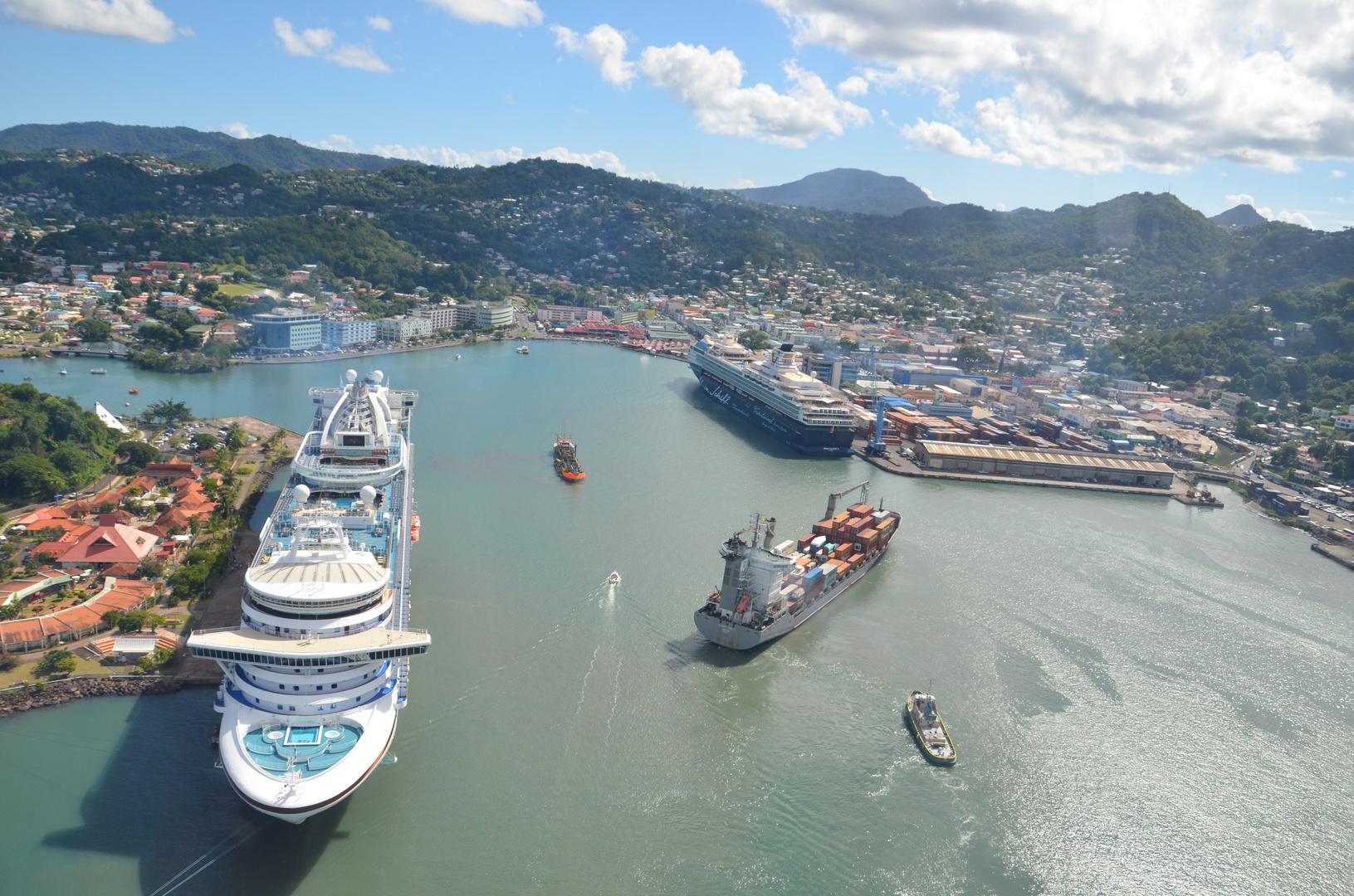 """""""Mein Schiff 1 """" auf St. Lucia vom Hubschrauber aus"""