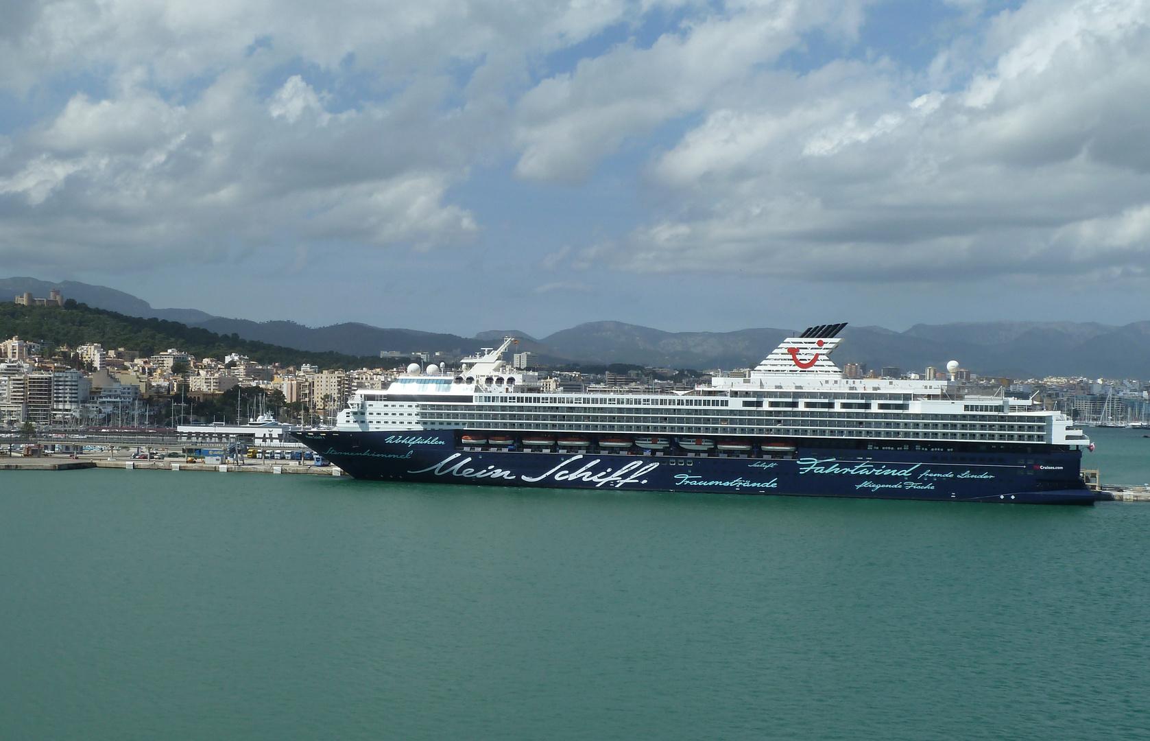 Mein Schiff 1 vor Palma de Mallorca
