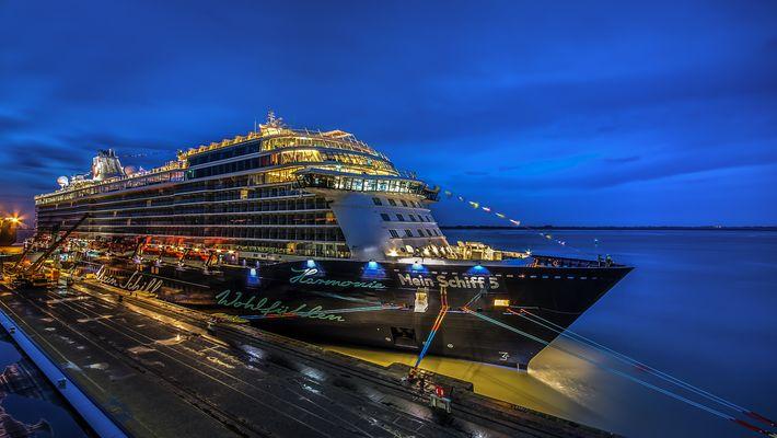 Mein Schiff 5 in Bremerhaven