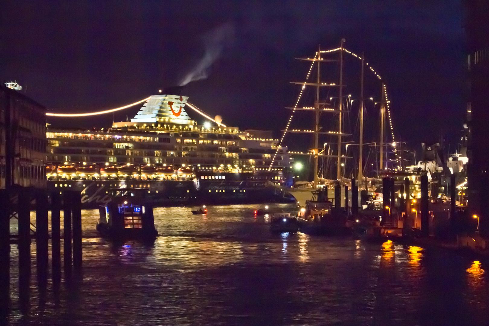 Mein Schiff beim Hafengeburtstag